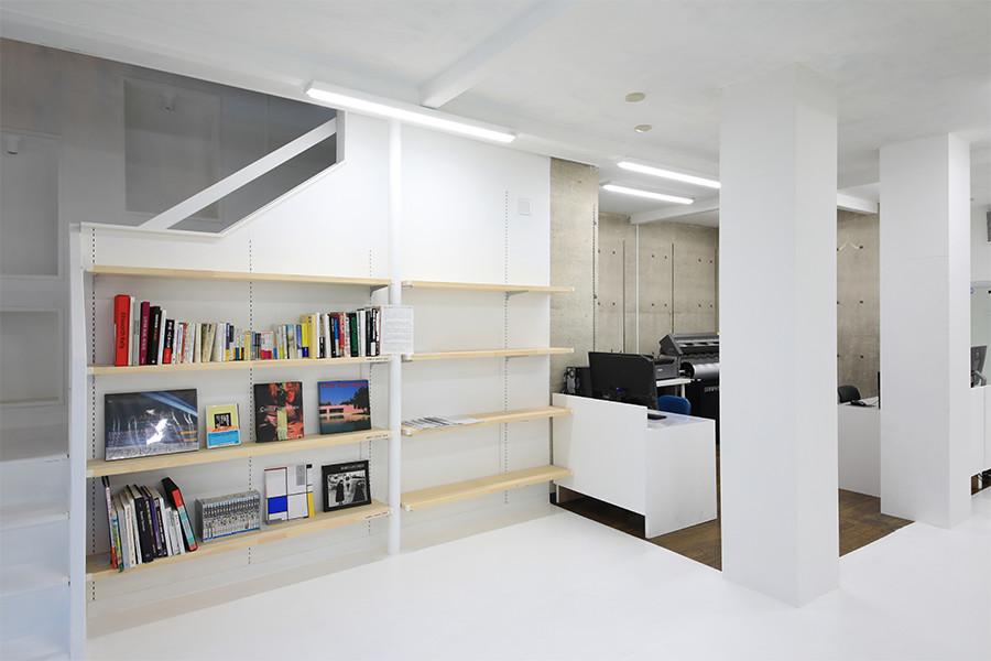 コワーキングスペース書棚